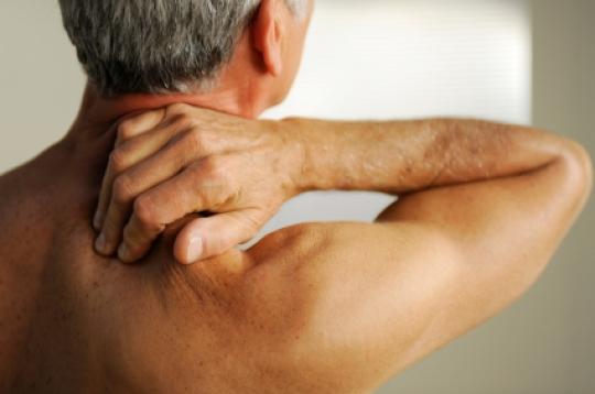 seniors-neck-pain-causes